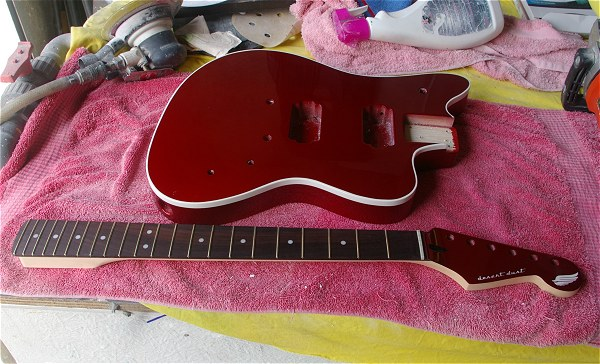 desert dust guitar finition inferno red candy 1 pau